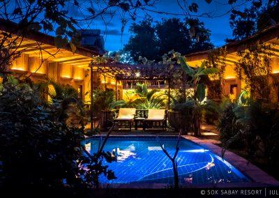 bungalows-illumination-tropic-swimming-pool