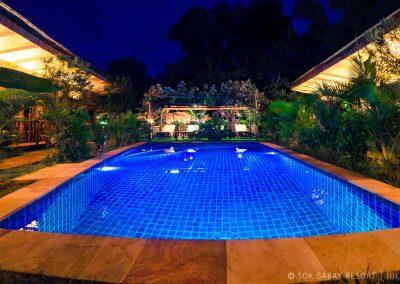 swimming-pool-night-bungalow-otres