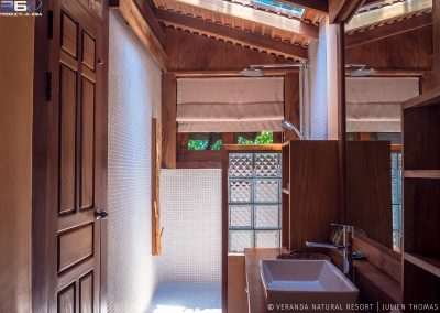 bathroom-light-shower-veranda-kep