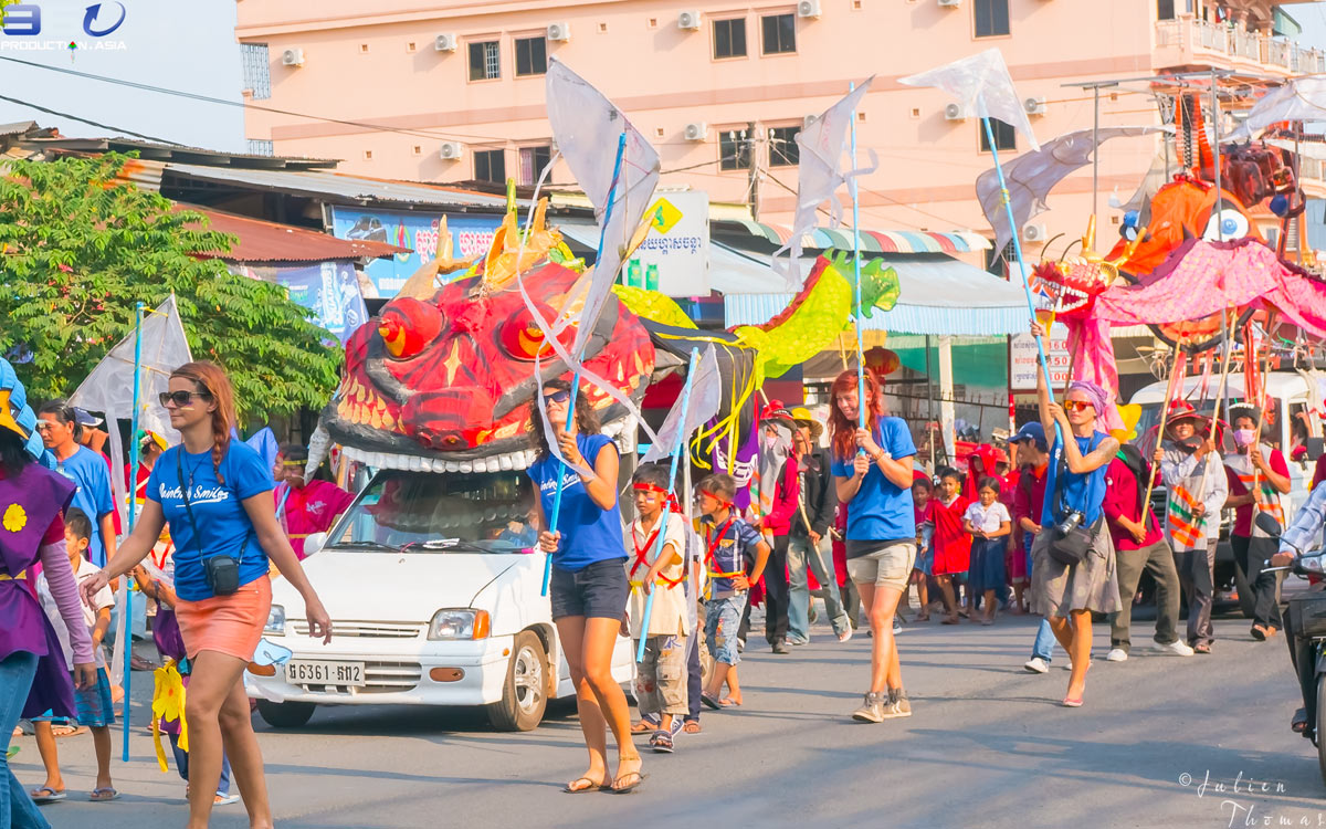 Schoolchildren and staffs from Painting Smiles School have joined a large carnival in Sihanoukville to parade with their kites created from a plastic waste.
