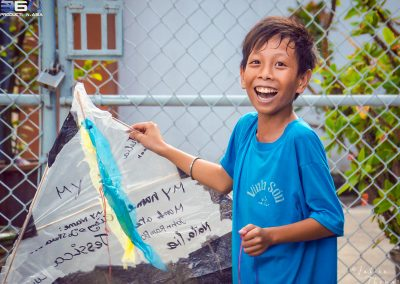 child-happy-smile-kite-recycling