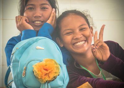 flower-schoolbag-recycle-craft-plastic