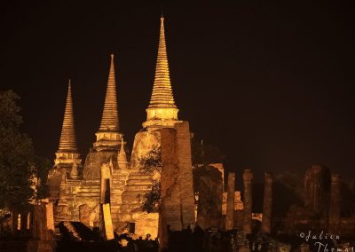 historical-wat-reliquary-towers-lighting