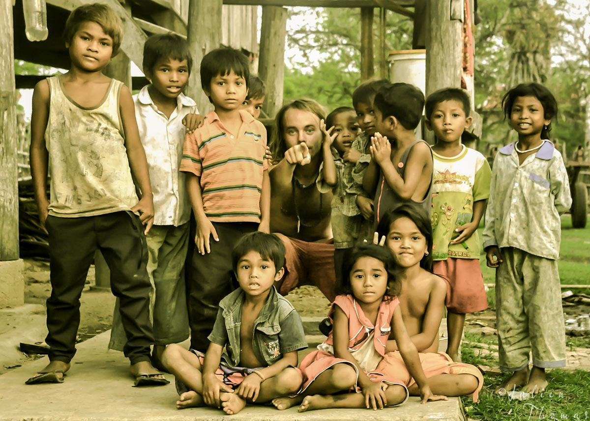 Julien Thomas is encountering rural Khmer children in an hamlet on the very removed countryside of Cambodia.