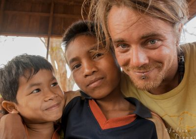julien-children-smile-orphanage-asia