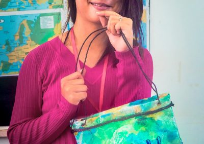 purse-craft-schoolgirl-upcycle-plastic