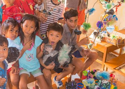 recycle-plastic-flower-children-workshop