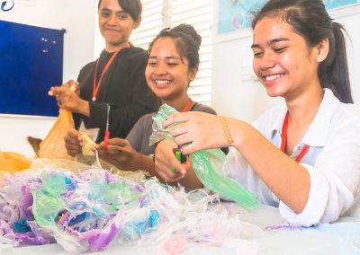 schoolchildren-activity-craft-plastic-waste