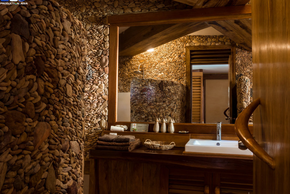 Pool Villa Bathroom, designed with mineral stones and featuring all comforts who can expect from a high standing hotel in Veranda Natural Resort, Kep - Cambodia.