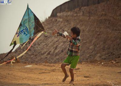kid-kite-recycle-craft-plastic