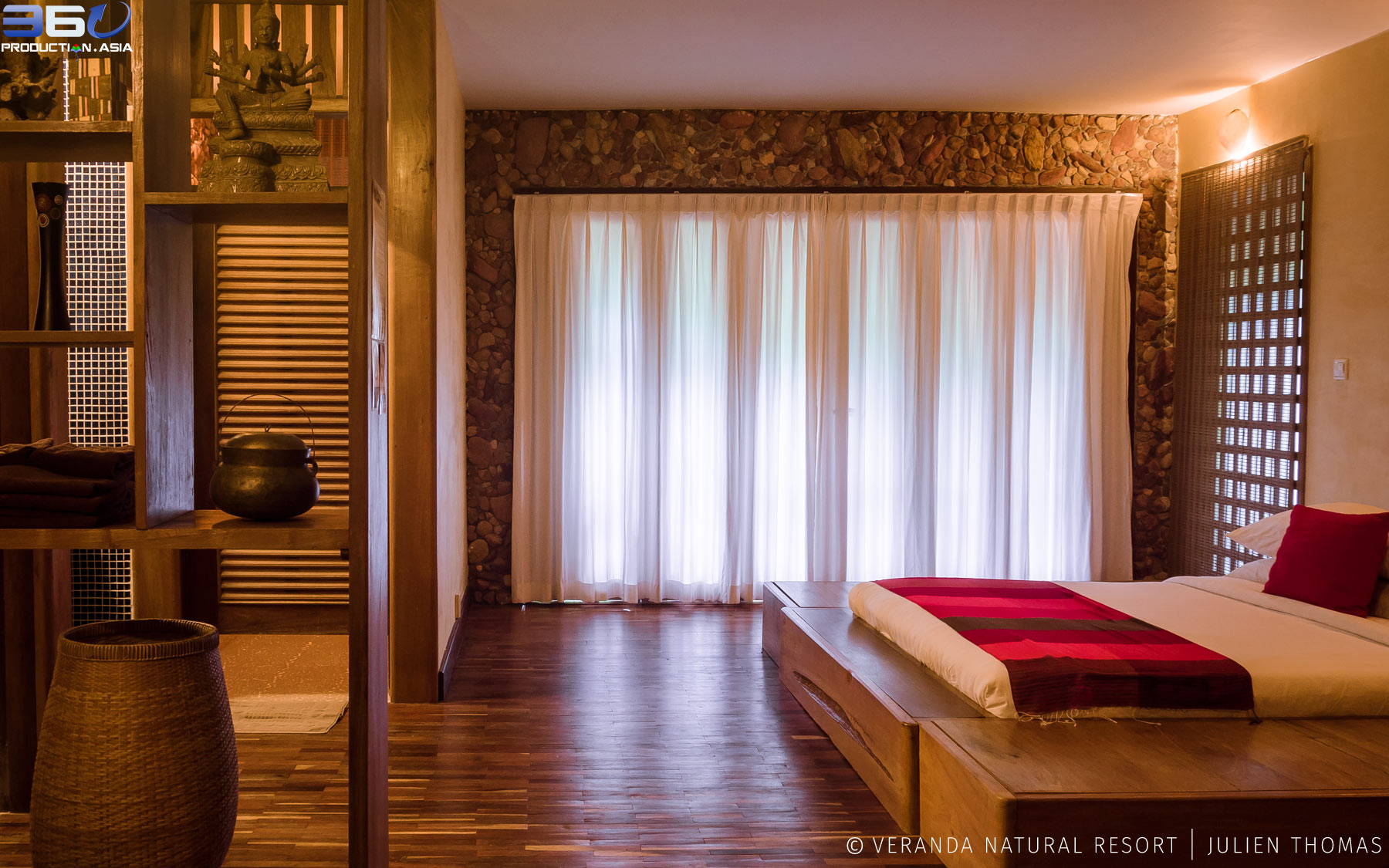 Residence Rosewood bedroom, fully furnished with natural wooden parquet, private bathroom and terrace, commodities and nicely decorated in Veranda Natural Resort.