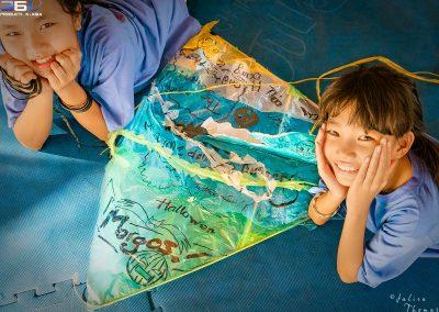 schoolgirls-kite-recycle-plastic-course