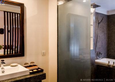 bathroom-bathtub-marble-residence-advaya
