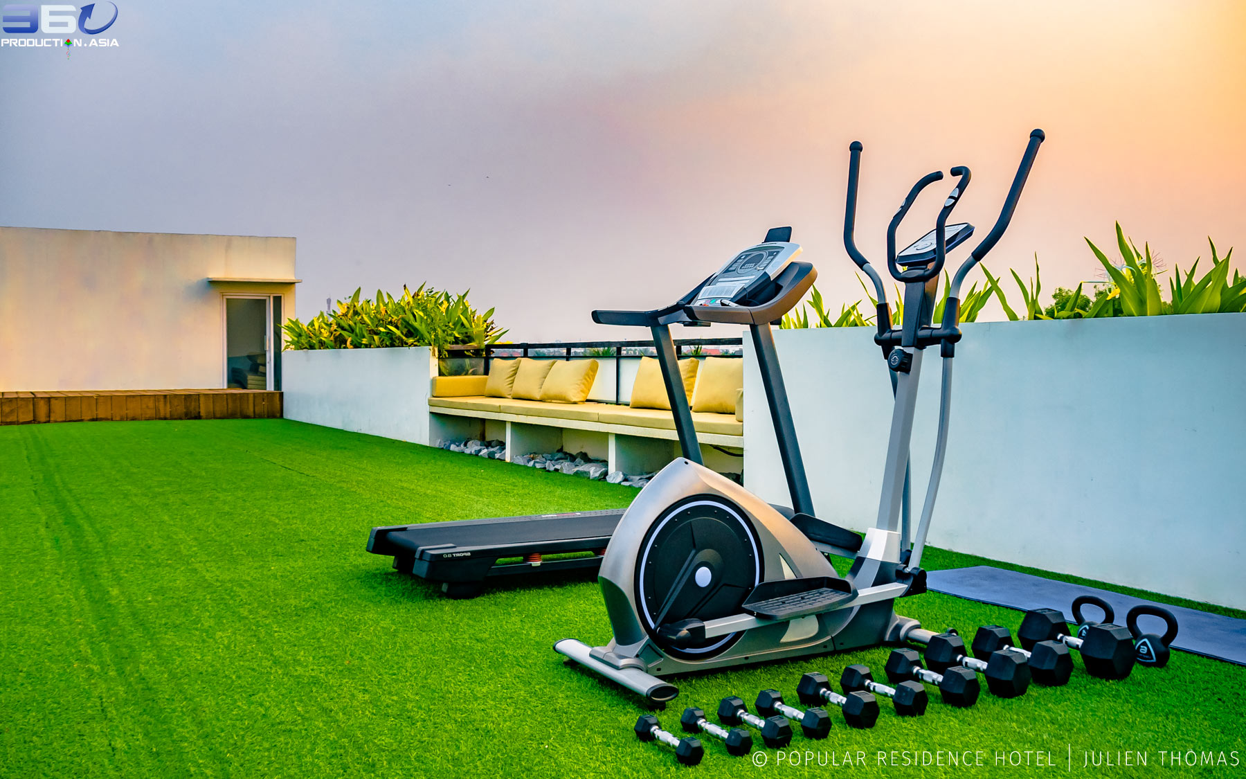 Sport equipments on the hotel rooftop and at the guests disposal.