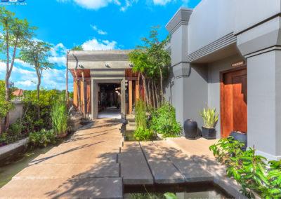 hotel-entrance-linga-cheata