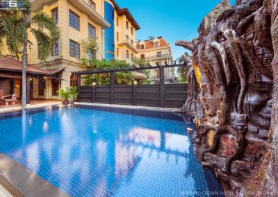 hotel-royal-crown-pool