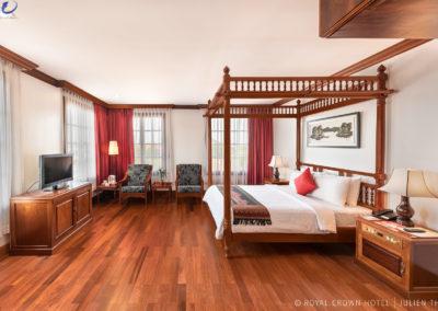 luxury-room-hotel-royal-crown