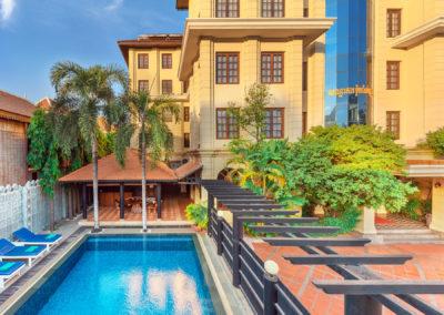pool-hotel-royal-crown